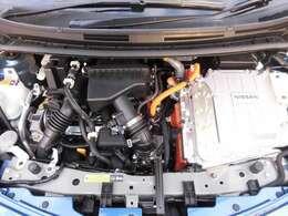 エンジンルームは入念にクリーニング済み。ご成約後には点検整備を実施します。