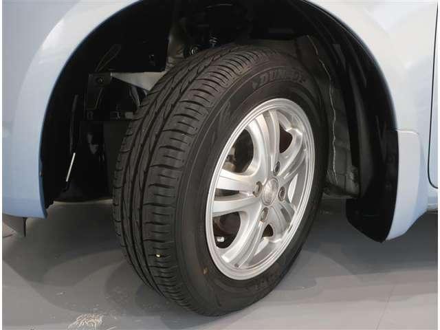 社外アミホイール、タイヤのサイズは175/65R14です。