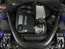 高い性能な直列6気筒Mツインパワー・ターボ・ガソリン・エンジンが、最も高い出力時には460psと大トルク600Nmを発生。わずか3.9秒で静止状態から時速100キロまで加速させます。