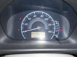 シンプルで見やすいスピードメーター ガソリンの残量、燃費も見れて便利です!