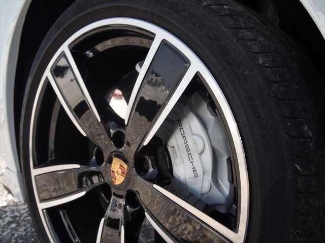 タイヤの溝も充分に残っております。