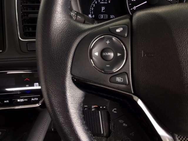 ステアリングホイール左にはオーディオ操作スイッチを装備。