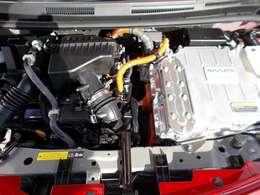 ご納車の前に当社のサービス工場で点検整備(法定12ヶ月点検)を行うと同時に新車保証継承をさせていただきます。エンジンオイル・ワイパーゴム交換の作業いたします。