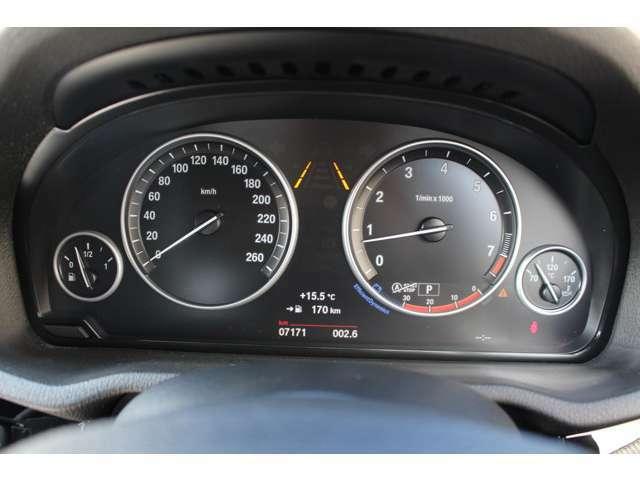メーター廻りも近年の車にありがちな複雑なインフォメーションは無く、BMWらしい「走る為」のメーターという印象です。
