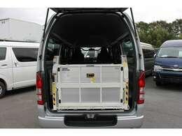 2015年8月登録/型式:CBF-TRH200K/1ナンバー(普通貨物車)/1年車検/5ドア/2000cc/ガソリン車/2WD/3[6]人乗り/和光工業リフト付(最大昇降荷重400kg)