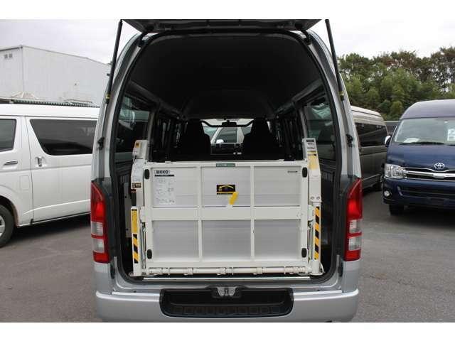 2015年8月登録/型式:CBF-TRH200K/1ナンバー(普通貨物車)/1年車検/5ドア/2000cc/ガソリン車/2WD/3[6]人乗り/和光工業パワーリフト付(最大昇降能力400kg)