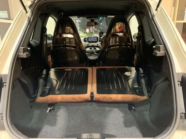 リアシートをたためば広いスペースを確保。容量は550L