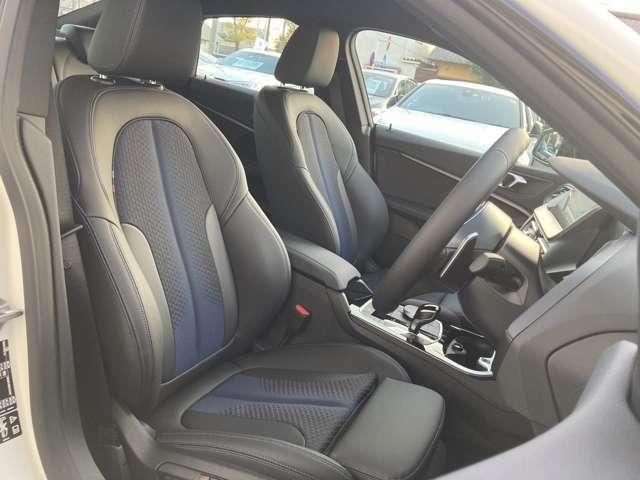 ドライバー主体のインテリア配置、疲れにくいシートが皆様のドライビングをサポートします。