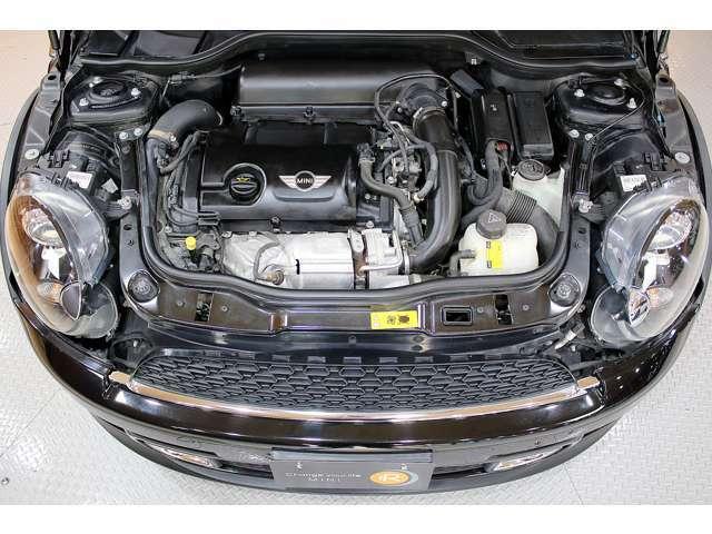 ■エンジンルームもしっかりと手入れされており、綺麗な状態に保たれております。