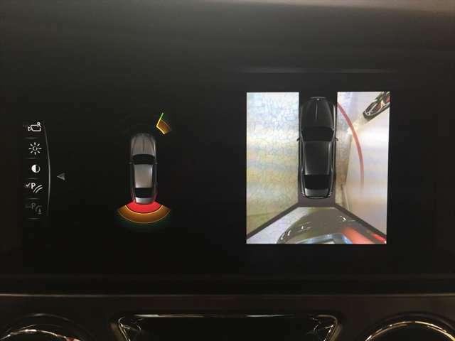 360度カメラにより駐車時の周辺確認もモニターに映し出されるので安心でございます。