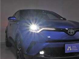 とても明るいHIDヘッドライトが付いているので夜のドライブが一層楽しくなりますね♪