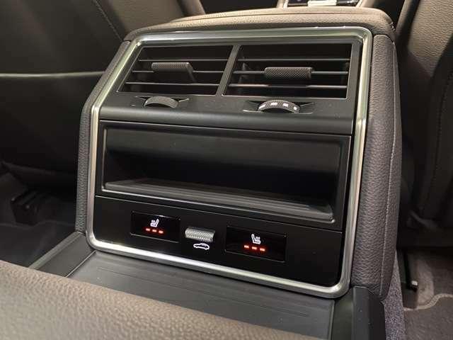 リアにもシートヒーターが装備されております