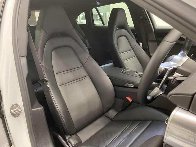 状態良好なフロントシート、シートメモリー、シートヒーターを装備