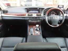 セミアニリン黒革コンフォータブルエアシート・アルカンターラルーフ・4席独立温度調整オートエアコン・ドア&トランクイージークローザー・パワートランクリッド・ステアリングヒーター・ドラレコ&レーダー