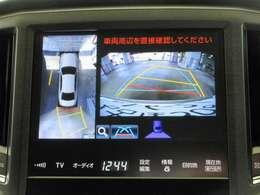 クルマを真上から見ているかのように、周囲の状況を把握しながら安心して駐車が行えるパノラミックビューモニター付です。