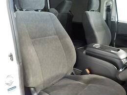 運転席シートは使用感のないとてもきれいな状態です!