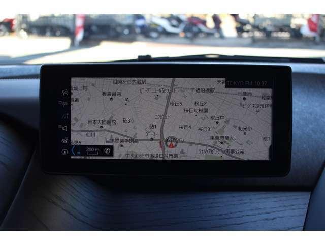 HDDナビゲーションシステムは8.8インチのカラー・ワイド・ディスプレーを採用。