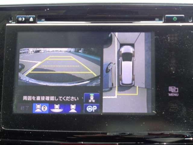 マルチビューカメラシステムが車庫入れのサポートをしてくれます。