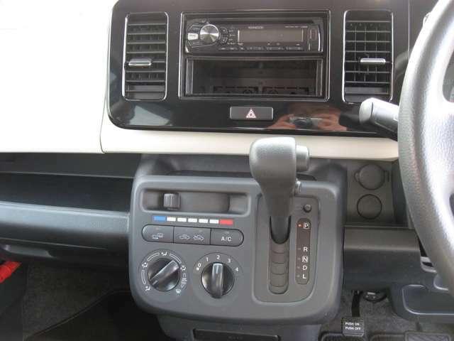 インパネオートマ。CD,ラジオです。