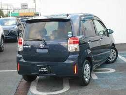 後席ガラスとリアガラスは、車内が見え難いプライバシーダークガラスになっています。紫外線から乗員を保護し、外部からのプライバシーも守ってくれますよ☆