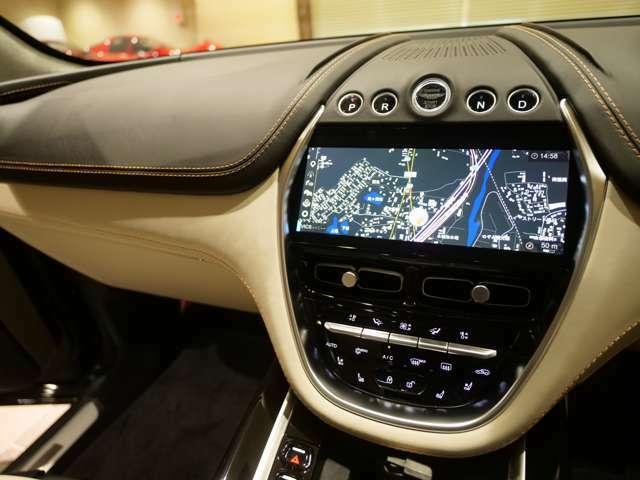 テレビキャンセラーをインストールしておりドライブ中にも視聴可能です。
