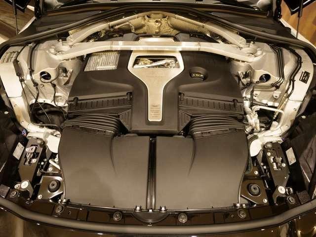 550PS 最大トルク700Nm(カタログ値)は大きな車体を軽々と加速してくれます。