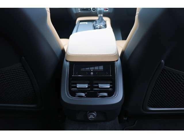 プリテンショナー/シートベルトリマインダー付シートベルト(全5席、フロント:高さ調整機構付)