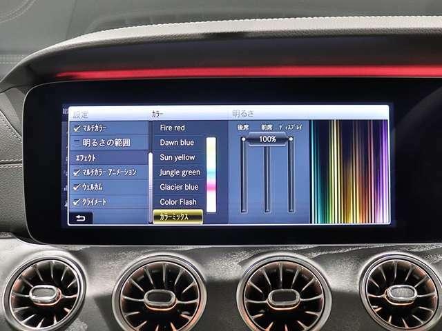 【車内を彩るアンビエントライト】車内空間をよりラグジュアリーにカスタマイズできるアンビエントライト。気分によってLED の色を変えて車内の演出を楽しむことができます!