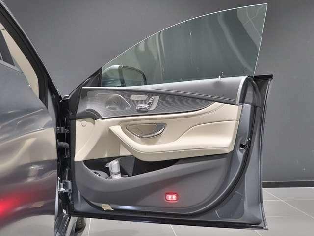 ブルメスターのサウンドシステム搭載。ブルメスター(Burmester)とは、ドイツ生まれの高級オーディオブランドです。車内の音響が素晴らしいと、ドライブ中の音楽選びも楽しくなりますね!