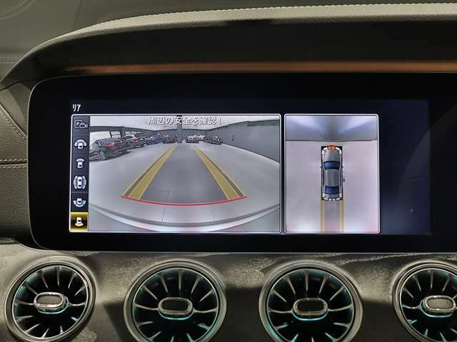 【360°カメラ】前後左右に4つのカメラを搭載。自車を真上から見ているような「トップビュー」などによって、車輌周辺の状況が画像で直感的に把握できます。