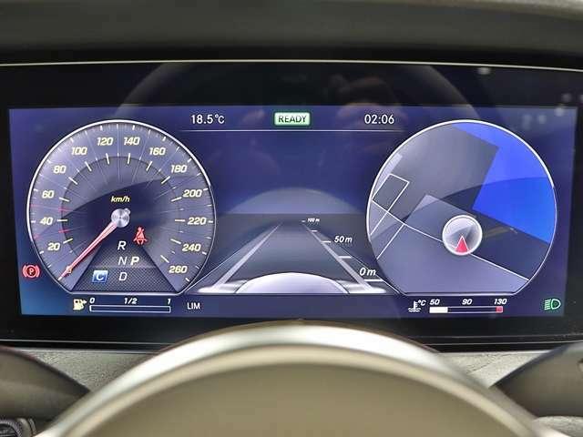 先進のドライビング環境を創造する12.3インチコックピットディスプレイ(メーターパネル)は、表示モードの切り替えができます!