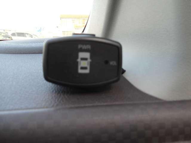 障害物センサーが装備されています。障害物が近かったりすると反応するので駐車する際や狭い道を通る際にとても安心です。