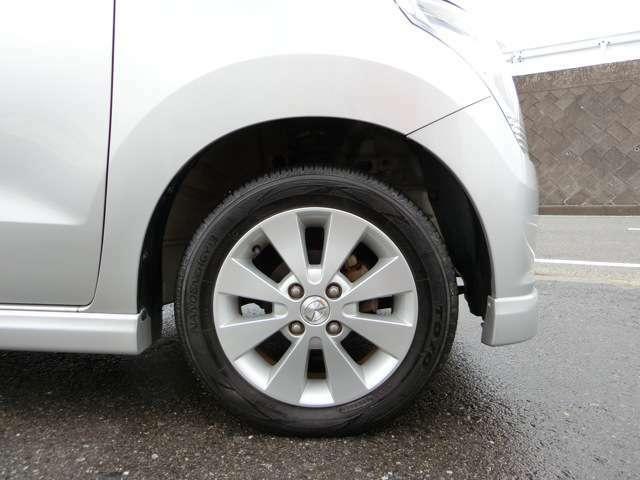 純正14インチアルミホイール!タイヤは国産一流メーカー品!まだ使用できます。