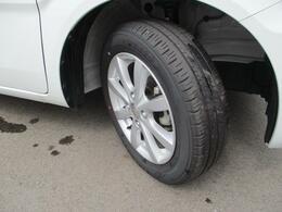 純正14インチアルミホイール装着★タイヤの溝もまだまだ!くわしくはスタッフへ。