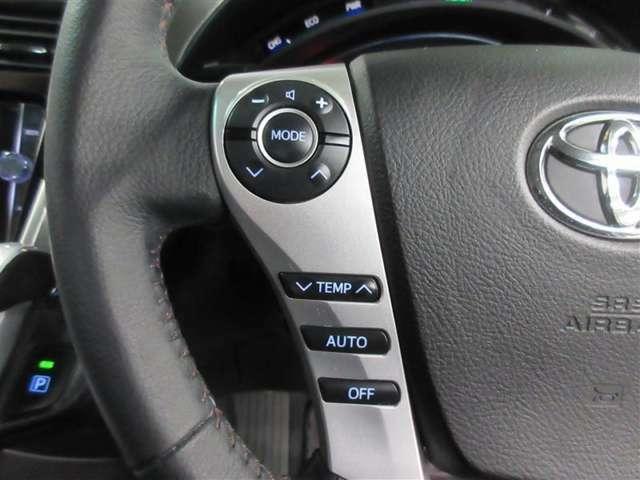 ハンドル左側のスイッチはオーディオの切り替え・選局・音量調整が出来ます。運転中でも簡単に操作が可能です