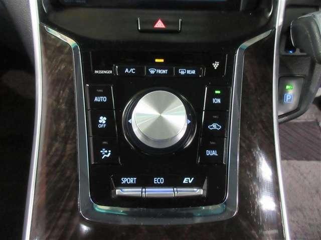 運転席と助手席に独立した温度コントロールを提供、いつでも快適空間をお楽しみいただけます