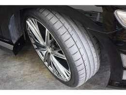 クレンツェのアルミホイールも傷少なめ。タイヤはサービスで新品交換します。
