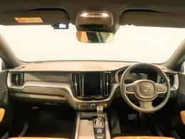 現行XC60が人気のホワイトパールで入庫!ベースグレードながら、本革シートを採用し高級感ある内装に!先進の安全装備やシートヒーターなど充実装備の一台です!日本カーオブザイヤー受賞車を是非ご覧ください!