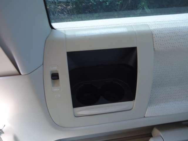 後部席にドリンク保冷機装備♪