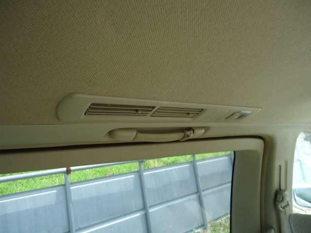 後部席エアコンも快適装備です♪