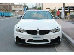 BMW M4 DTMチャンピオンエディション」と、DTMの2016年ドライバーズタイトルを獲得したマルコ・ヴィットマン選手記念モデル!