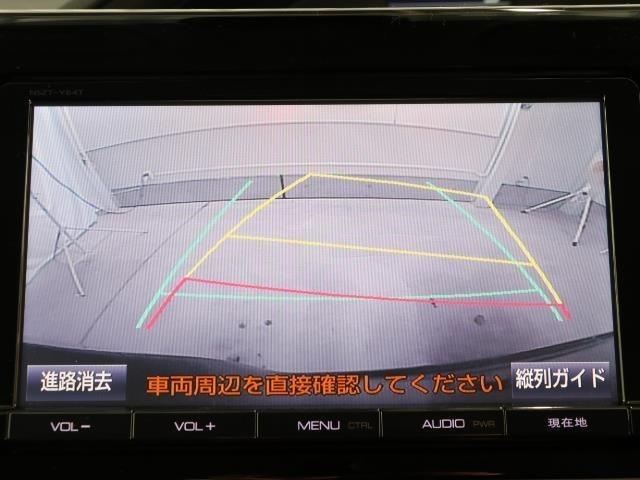 バックモニター付。後退時にはナビの画面で車両後方を確認できます