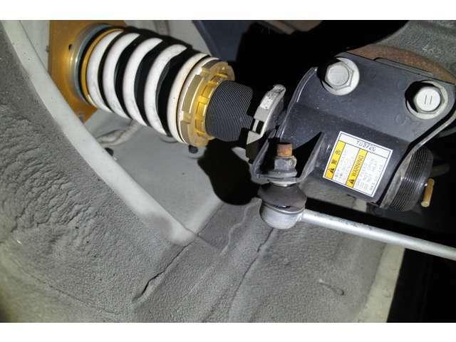 HKS車高調装備♪多数お問い合わせ頂きますが、原則、お電話でのお車のお取り置きは、行っておりませんので、ご了承ください(>_<)