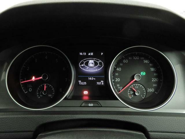 マルチファンクションインジゲーターは、瞬間平均燃費、運転時間など、ドライブに役立つ情報を与えてくれます!