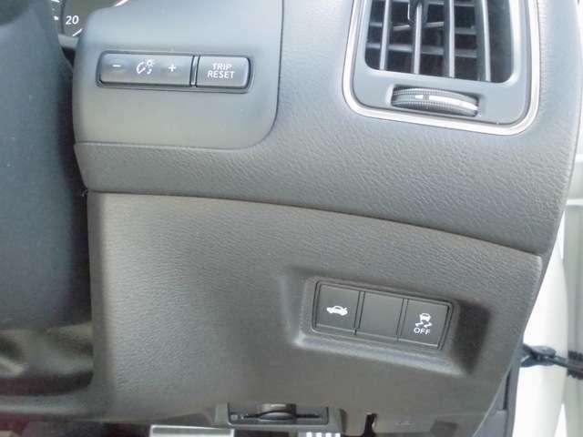 ★運転席の右下にある各ボタン★ 安全のためONでのご使用をおすすめしております。衝突軽減ブレーキ・踏み間違い防止装置・横滑り防止装置・ふらつき防止装置・などのON・OFFを手動で操作出来ます。