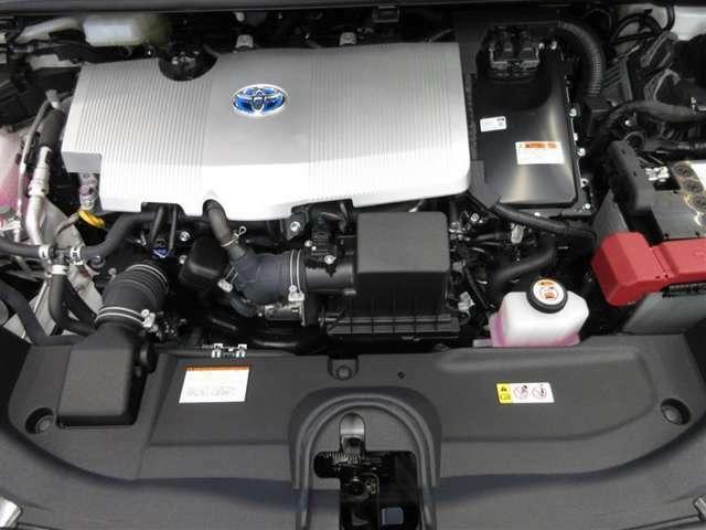 3代目プリウスに搭載した高熱効率エンジンにさらに磨きをかけ、最大熱効率40%を実現した高効率エンジンです。