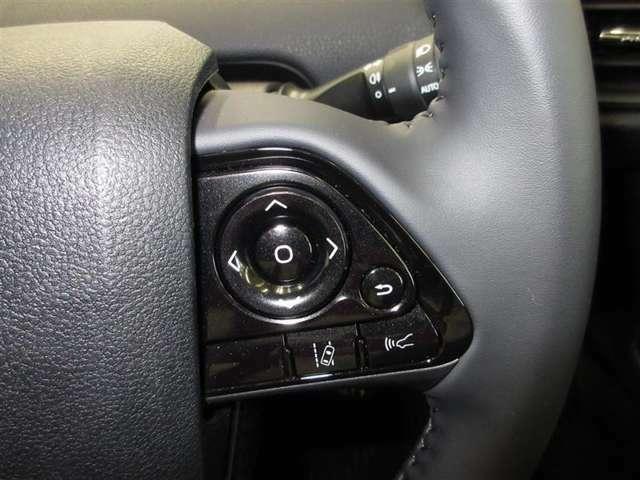 対歩行者10~80キロ、対車両10~180キロで作動する、プリクラッシュシステム操作ができるステアリングスイッチ。