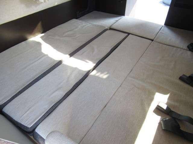 ベット展開しますと約190×160のベットとなります!大人3名様就寝可能です♪