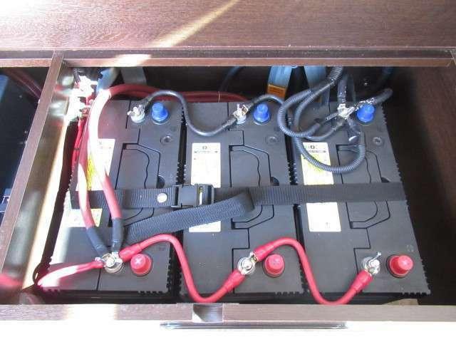トリプルサブバッテリー、2000Wインバーター装備しております!追加架装もお任せ下さい♪