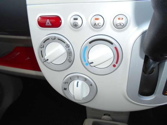 シンプルで使い易いマニュアルエアコンです。